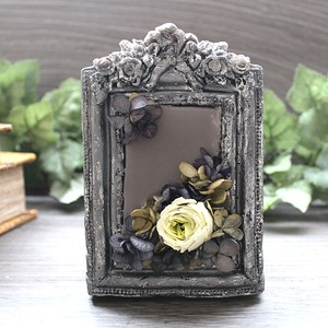 Antique frame candle