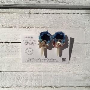 【作家】さら ブルーのふわふわ刺繍イヤリング