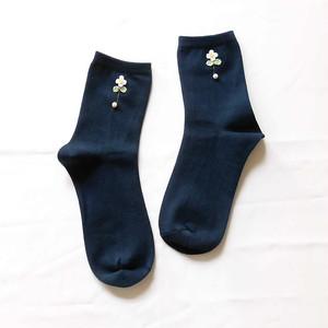 【bisQ38】やわらかな花・靴下(ネイビー)