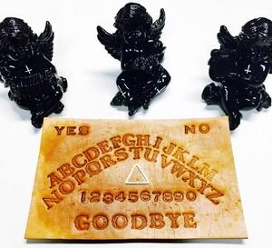 本革 Ouija board