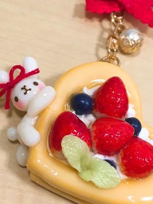 cache cache* 苺のクッキーサンドケーキ キーホルダー(新宿店)