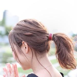 大人の簡単まとめ髪!上品で、可愛いヘアアクセサリー!レザー・カフポニー♪(レッド)