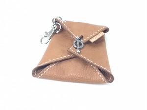 手巻きたばこ入れ 革:ダコタヌメ(柔らかいタンニン鞣し革)糸:ナチュラル
