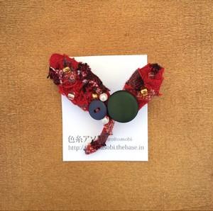 木の葉のブローチ no.90-a 赤