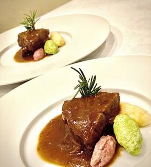 和牛ほほ肉の赤ワインとバルサミコ煮込み 三色のニョッキ(じゃがいも、ビーツ、スイスチャード)添え 〜Brasato di  guancia al aceto barsamico〜