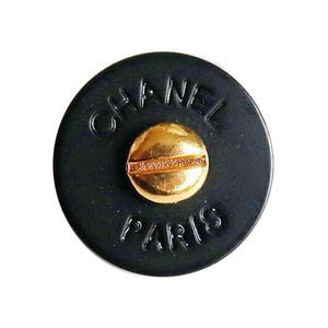 【VINTAGE CHANEL BUTTON】シャネル 文字ロゴ ブラックボタン ゴールド 1.6cm