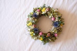 野山のリース/春の花畑