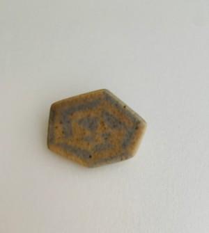 古川まみ 陶器ブローチ お箱入り ceramic  brooch  ブラウン×グレー 六角形