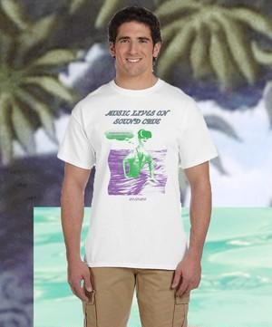 MUSIC LIVES ON SOUND CRUE Tシャツ