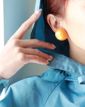 dead stock orange round earring