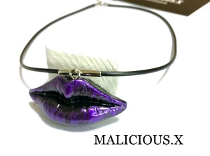 lip necklace  /  violet