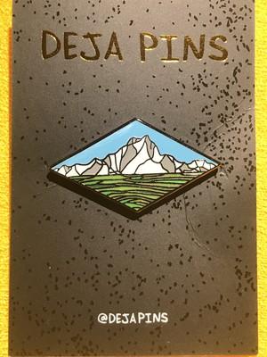 """deja pins""""Mountain Pin"""""""