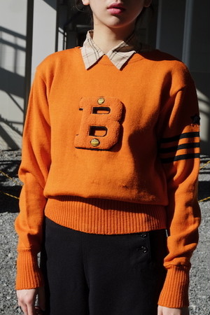 vintage/B side lettered knit sweater.