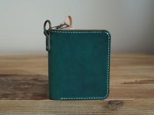大きなカードポケットの二つ折りのお財布
