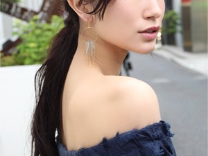 gray crystal hoop earring/pierce