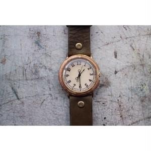 シンプル文字盤とベルト幅の広い時計