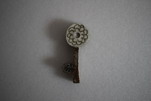 前田葉子|箸置き花鍵 白花 灰色茎