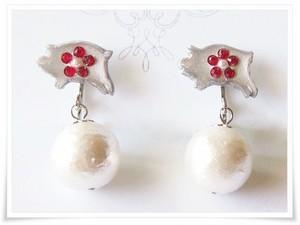 ブタと真珠イヤリング*赤いお花とコットンパール