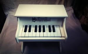 〔中古〕シェーンハット トイピアノ 白 18鍵盤