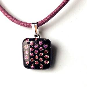 ピンクの水玉(小)ネックレス