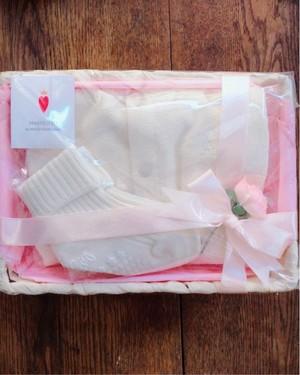 出産祝い ベビーギフト ベスト&ソックス オフホワイトセット