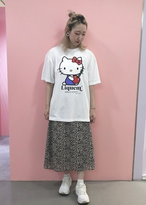 Hello kitty hugs Cherry / Tシャツ・XL