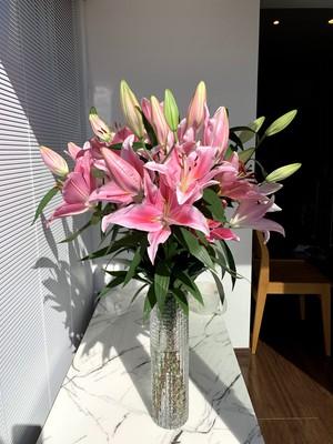 豪華百合10本花束と花瓶(ガラス製)