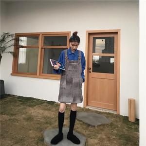 ソリッドカラーのおしゃれシャツ+サロペットスカート