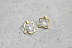 Square Pearl Pierce / K18YG