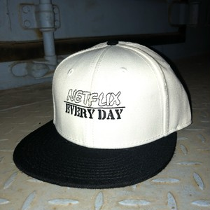 Netflix EVERYDAY CAP BLACKxWHITE