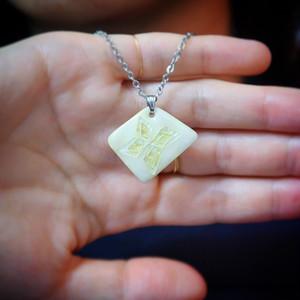 オフホワイト 金箔が透ける純銀素地 七宝ネックレス