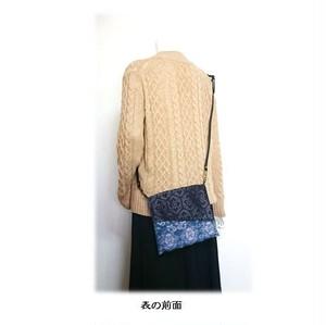 59*大島紬リメイクリバーシブルサコッシュ(ピンク×黒)