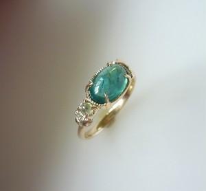 グリーンアパタイトとダイヤのリーフの指輪