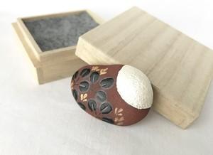 陶器の帯留め/ブローチ 『月に萩』