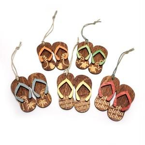 木の温もりを感じる ハワイ でデザインされ手作りされた 木製 オーナメント【スリッパ】