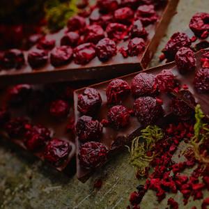 ラトビアの森から生まれたチョコレート NELLEULLA ダークチョコカシス
