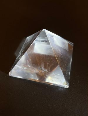 三色形ピラミッド (ブラジル産)水晶