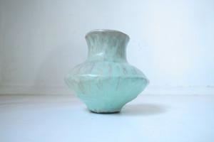 不思議な色の花瓶
