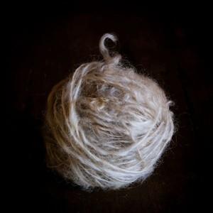 惑星ウール 野性の原毛手紡ぎ糸 yarn3