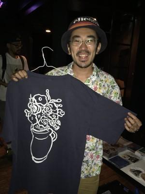 花瓶Tシャツ