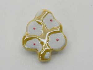 黄花真珠木のミニブローチ