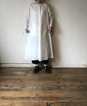 Front pocket dress/ Long sleeves / white