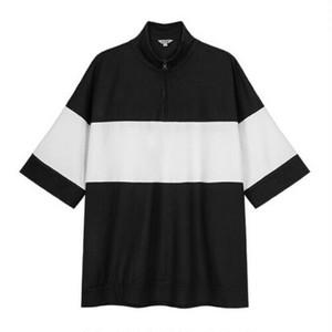 ユニセックスオーバーサイズポロシャツ。ハーフジップモノトーンカラー
