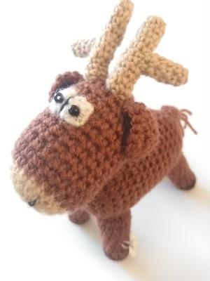 ラトビア トナカイの編みぐるみ