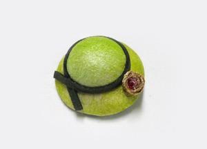 天蚕 帽子のブローチ