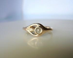 ナチュラルダイヤと小さいリーフのK10の指輪