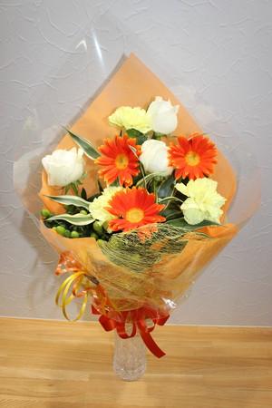 C-7 黄色・オレンジ系お花の花束 3600円