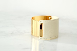 Gold face leather bangle*ivory