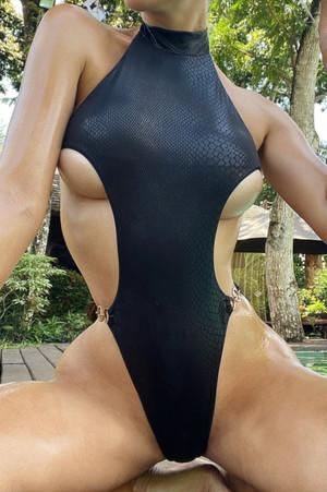 ヘビ柄のホログラムがセクシーなヒップシャーリングブラジリアンモノキニ水着 ブラック