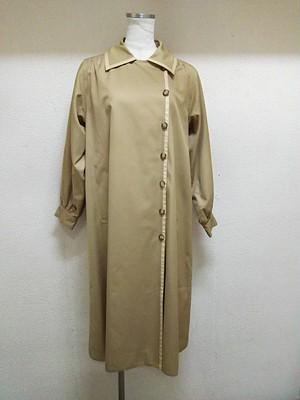 YSLのコートです。お色はベージュ